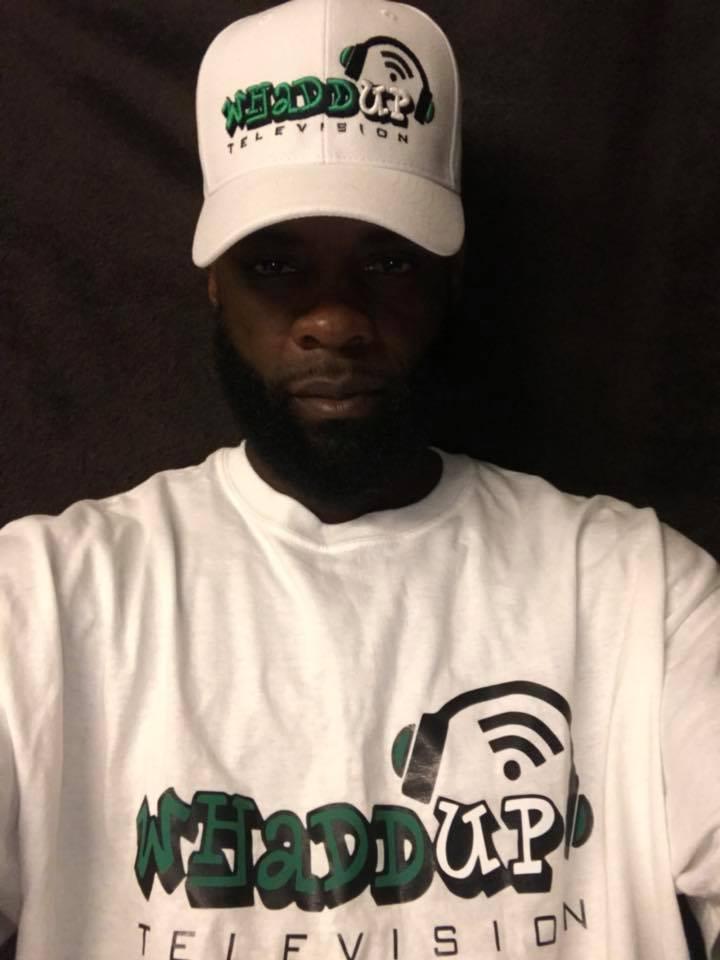 WhaddUp Television - maglietta e berretto